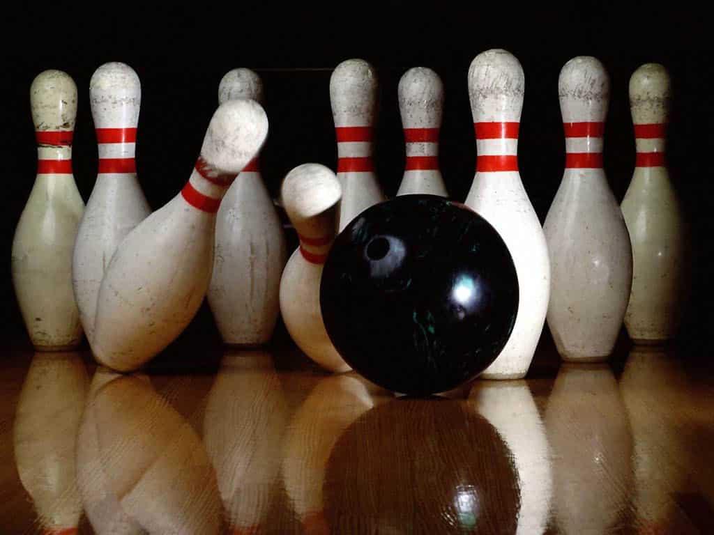 Bowling 1024x768 How to Win a Bowling Scholarship
